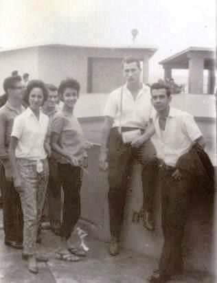 Фотография с кубинцами у Океанариума