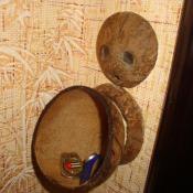 Подставка из кокосовых орехов