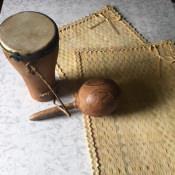1965-1970. Барабан бата, маракас и плетеные салфетки для сервировки стола