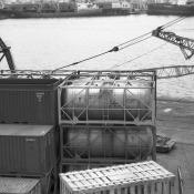 Взгляд с борта теплохода на портовые краны