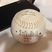 Бейсбольный мяч. Очень твердый, для официальных игр.