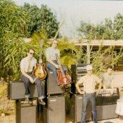 1982-1984.  Группа «Ралли». Участники группы - советские специалисты. Руководитель группы - автор песен о Моа - Валерий Житников (второй слева).