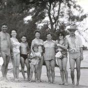 1978-1980. «На берегу с друзьями».