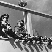 1974-1976. Фидель и Рауль Кастро на торжественной церемонии
