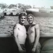 023. Я и Степанов Вадим на фоне лодочного причала в Сьенфуэгосе