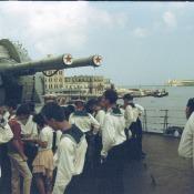 На борту гвардейског о эскадренног о миноносца «Гремящий», вид на крепость Эль-Морро