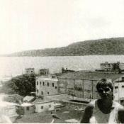 1989. Баракоа. Руденко Валентина на фоне бухты
