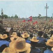 4. El pueblo escucha al Jefe de la Revolucion