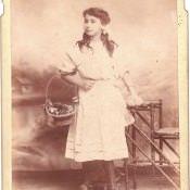 До 1940 года. Девочка с корзиной в Матансасе.
