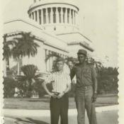 Ярлыков Виктор Николаевич с жителем Кубы у Гаванского Капитолия. Республика Куба, г. Гавана. 1962 г.