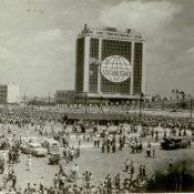 Жители Кубы во время выступления Фиделя Кастро на площади Революции 14 февраля 1962 г. Автор: Ярлыков В.Н. Республика Куба, г. Гавана. 1962 гг.