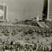 Жители Кубы во время выступления Фиделя Кастро на площади Революции 26 июля 1961 г. Автор: Ярлыков В.Н. Республика Куба, г. Гавана. 1961 гг.