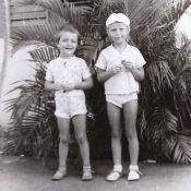 1978-1980. «В Роло возле своего подъезда, дочка Женечка с подругой».