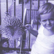 1978-1980. Женечка пробует чучело рыбы-шар