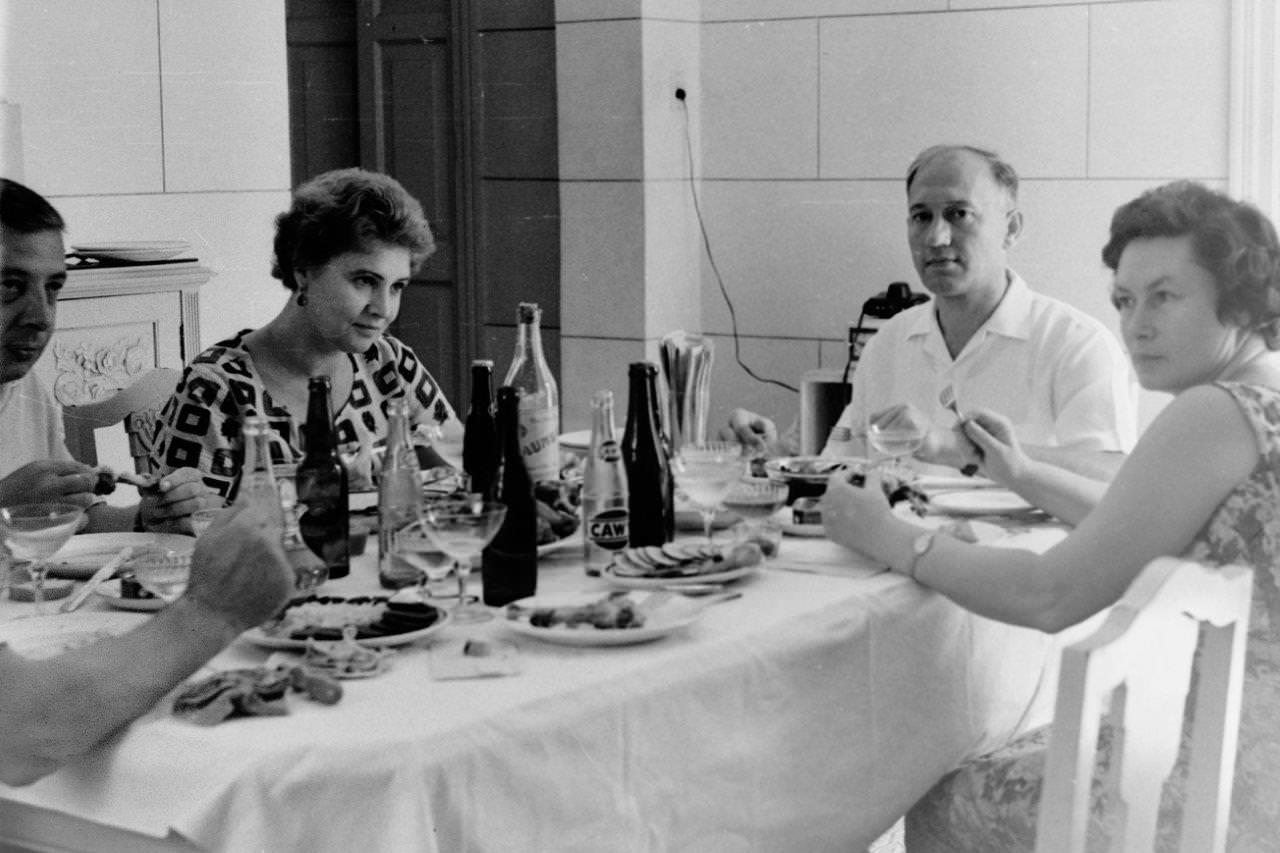 1963. Гости в доме В.А. Кузьмина, фото 2