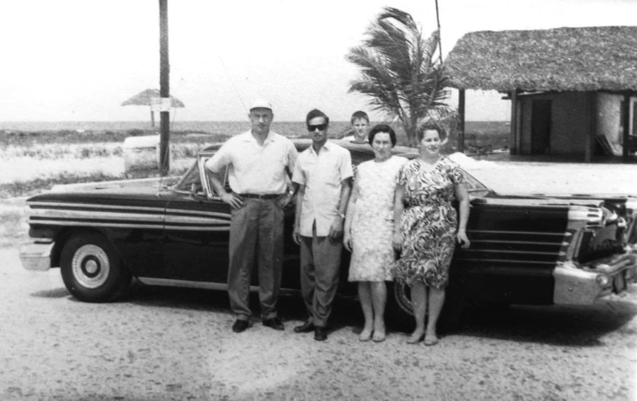 1963-1964. В.А. Кузьмин, водитель Гонзалито, Игорь, В. Кузьмина, Долгушева
