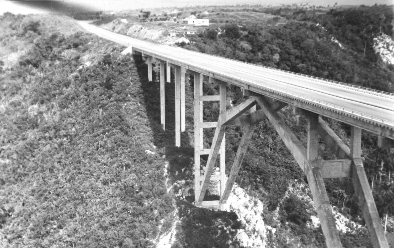 1963. Мост Бакунаягуа