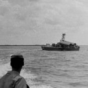 1965-04-15. Две ракеты П-15 на кубинском ракетном катере, подготовка к стрельбам на острове Пинос.