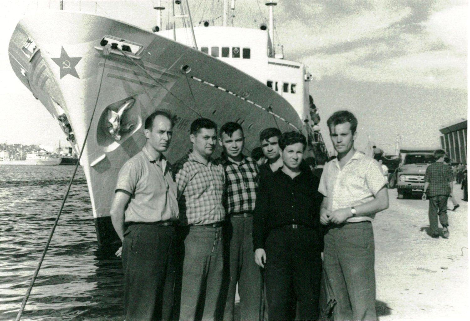 Перед отправление на теплоходе «Мария Ульянова», декабрь 1963