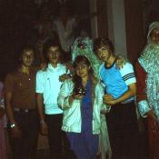 1985 год, елка (???, Хамидов Владислав, Гаченкова Екатерина, Зеленый - Влад Азаров, Новиков Денис, ???)