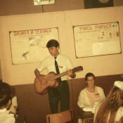 1985 год, класс неизвестен. Пономарев Владимир с гитарой.