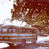 Автобус торгпредства у школы