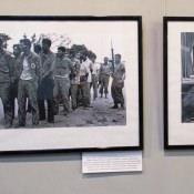 1. Арестованные после высадки в бухте Кочинос. 2. Кеннеди подписывает указ о морской блокаде.