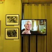 Мемориал, политические лидеры, телевизор, по которому идет фильм о Карибском кризисе
