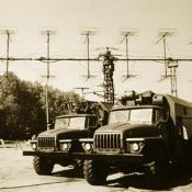 Не Куба. На заднем плане - радиолокационная станция П-18