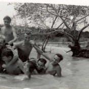 В бухте Кабаньяс ради шутки «построили» пирамиду, , июнь-июль 1963 г., фото 2