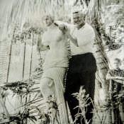 1971-1973. Фото со статуей
