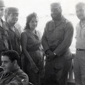 Крайний справа - генерал А.С.Токмачев, крайний слева - Виктор Райтаровский, рядовой солдат, его личный переводчик. Во время совместных учений на полигоне Санта-Клары. 1964-1965 гг
