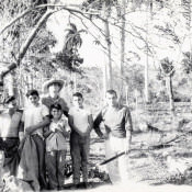 В руке у моего друга Юры (кстати, чемпиона СССР по боксу) - мачете (нож для рубки сахарного тростника). Володя Ковалев слева. Я в сомбреро. 1963