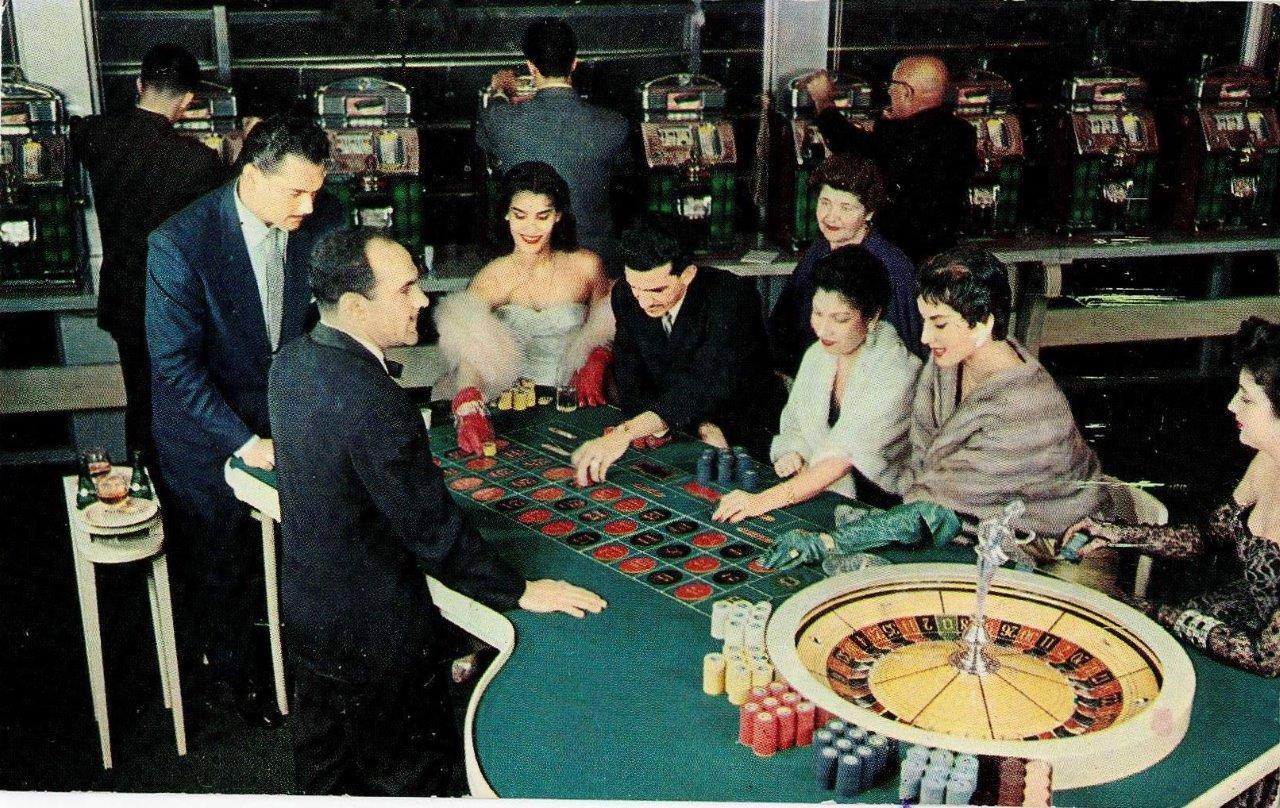 "1952-1956. Кабаре ""Тропикана"". Буклет, набор открыток. Представил Марк Мирский."