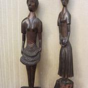 446. Женские статуэтки из дерева
