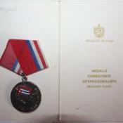 1985-11-07. Удостоверение к медали воина-интернационалиста II  степени. Разворот (лицевая сторона) и медаль (аверс).