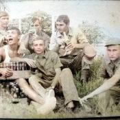 1975. Лымарь Владимир с дедами ремвзвода.