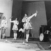 Ансамбль «Девчата» в клубе бригады, 1973 год