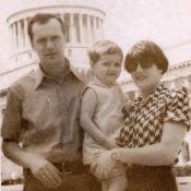 027. 1978-1980. Фото 01. «Первый день в Гаване. Я, Лена и Женечка на фоне Капитолия».