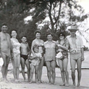 038. 1978-1980. Фото 12. «На берегу с друзьями».