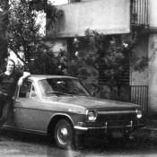 138. 1982-1984. Фото 34. Анатолий Леонов у машины руководителя группы Селищева, возле Роло 4.