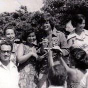 1978. Дин Рид раздает автографы, 1 снимок