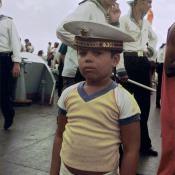 104. Мальчик-кубинец в бескозырке, фото на борту «Гремящего»