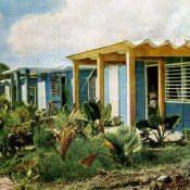Новые дома для рабочих на месте старых трущоб. Цветное фото В. Володкина.