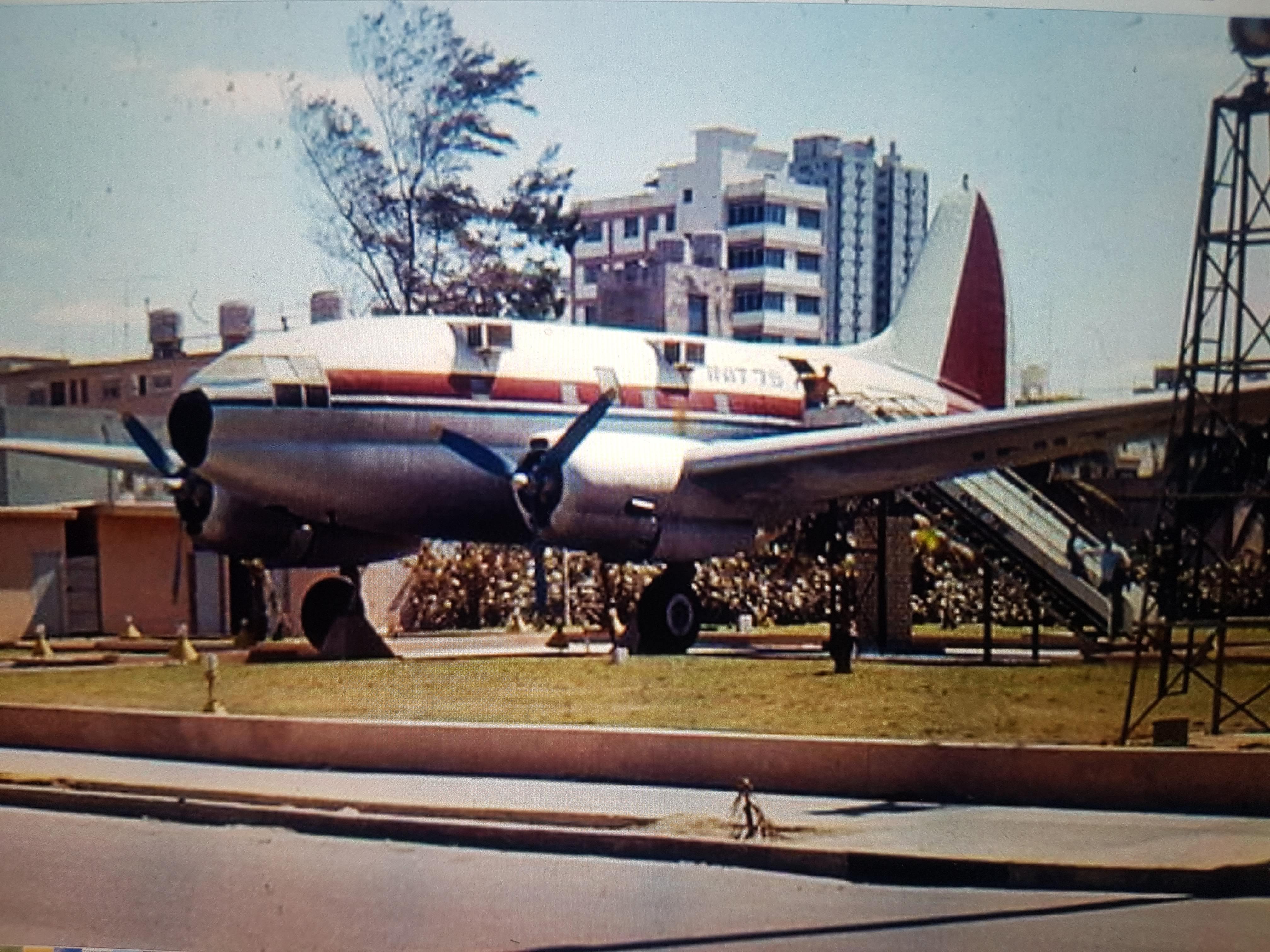 198X. Самолет на Малеконе.