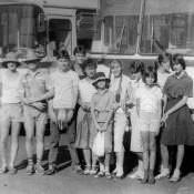 1987-06-03. Отъезд в лагерь. На автобусной остановке в Колорадо.