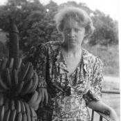 1987-1989. Федорова Нина рядом с гроздью бананов
