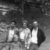 263. 1987-1989. Семья Федоровых и два солдата