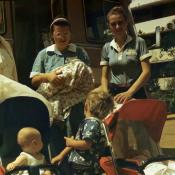 1987-1989. Встреча из роддома, в центре Кудряшова Аида и новорожденная, Кудряшова Лена.