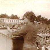 1963, 8 октября. Выступление Валентины Терешковой в Торренсе. Фото 1